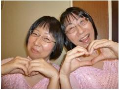 阿佐ヶ谷姉妹の圧倒的な歌唱力も魅力の一つ