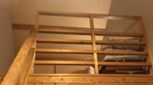 トライアル温泉の部屋_1階から2階のロフトをみた様子