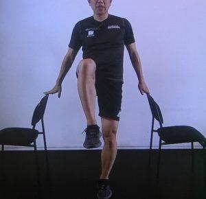 もも上げ体操の画像